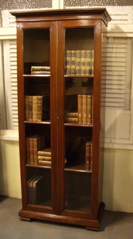 Engelse Boekenkast Glas.Strakke Engelse Boekenkast